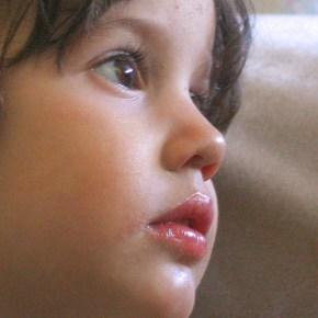 Alicia, petite fille modèle par Claudine ValetteDamase